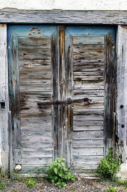 Porte en bois décrépie