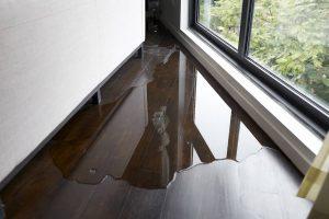 Pluie et vent : l'eau s'infiltre chez moi : que faire ?